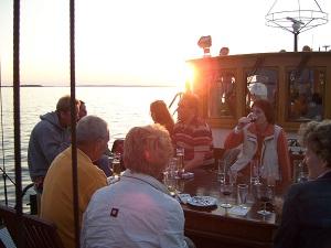 Sonnenuntergang an Bord mit Gästen des Strandhotel Heringsdorf