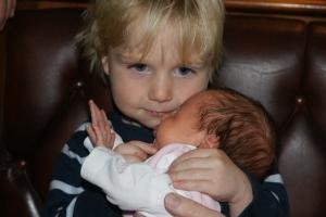 der große Bruder Konstantin mit seiner Schwester Cosima