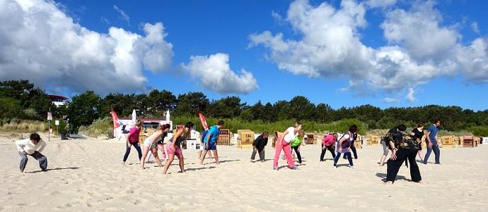 Sportliche Aktivitäten am Strand dürfen bei einer Thalasso Kur Usedom nicht fehlen