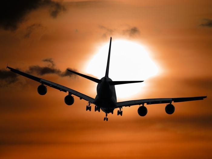 aircraft-1362587_1920
